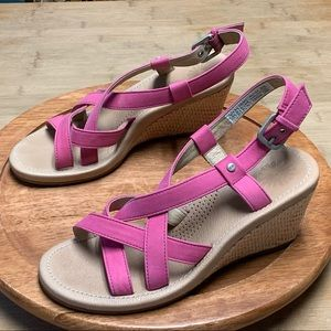Women's 7 UGG Gaina Pink Strappy Wedge Sandals EXC